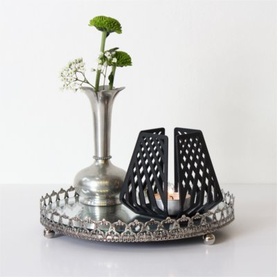 Design candleholders from BY DYB in the romantic style – LYSESTAGEN in the pattern Line