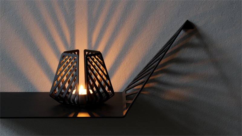 Shadow effects with candleholders – LYSESTAGEN form BY DYB in the pattern Line on a shelf