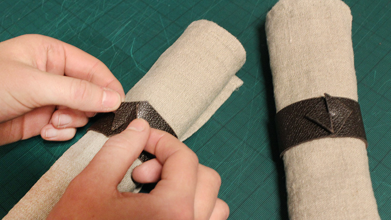 Inspiration for your Christmas table with BY DYB: Assembling the leather napkin rings