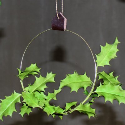 Inspiration for your Christmas table with BY DYB: Leather strap for hanging up the aluminum rings