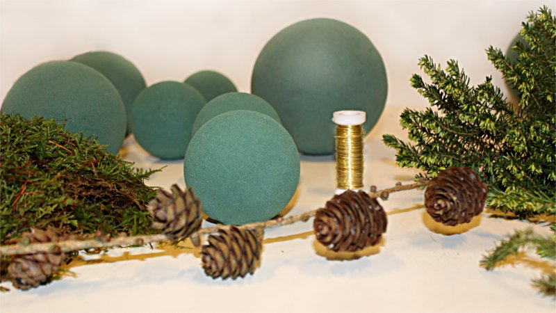 Inspiration for your Christmas table with BY DYB: Materials used for making nature spheres