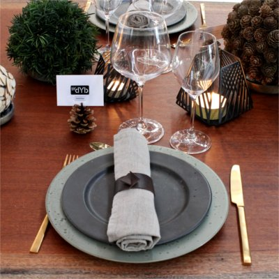 Inspiration for your Christmas table with BY DYB: Plates used for Christmas table display
