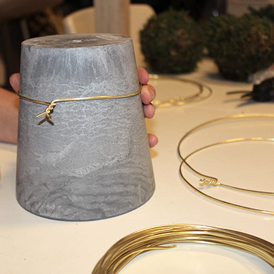 Inspiration for your Christmas table with BY DYB: Find something round to shape the aluminum rings around